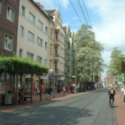Begrünte Stadtbahnhaltestelle Leinaustraße