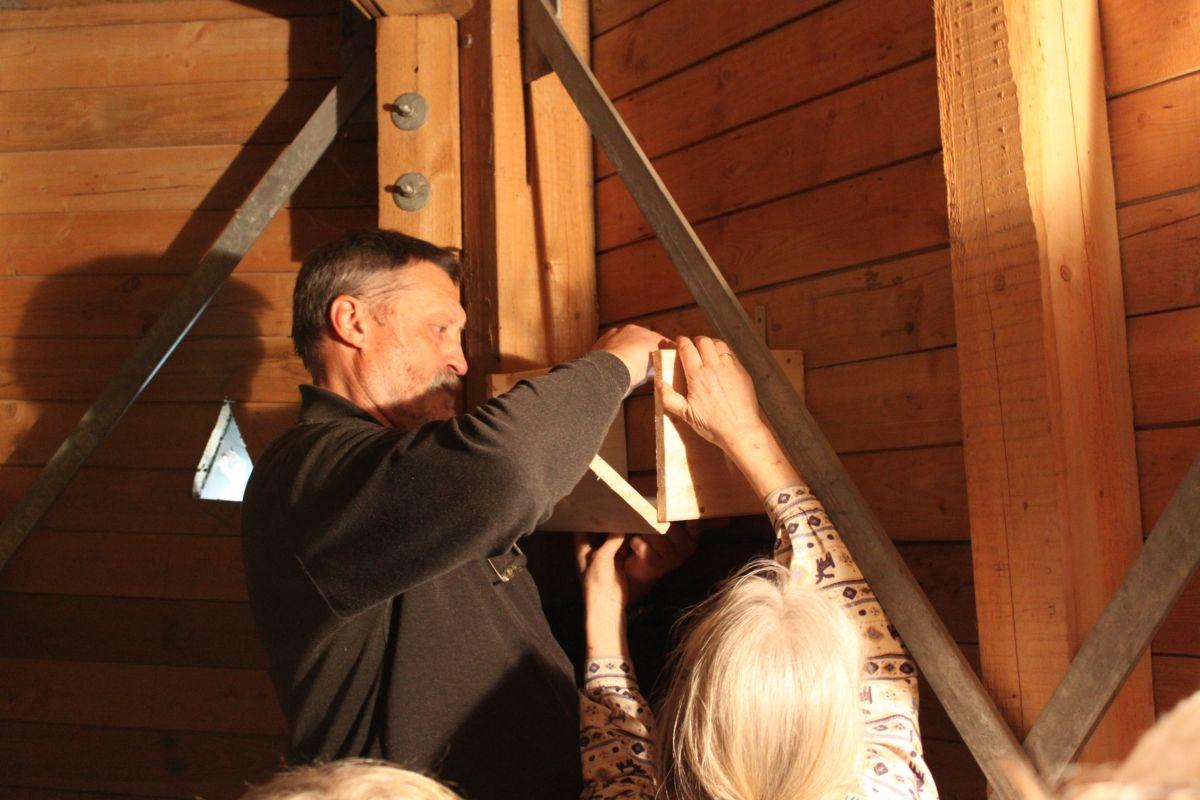 Einbau der Nistkästen im Kirchturm der Bethlehemkirche