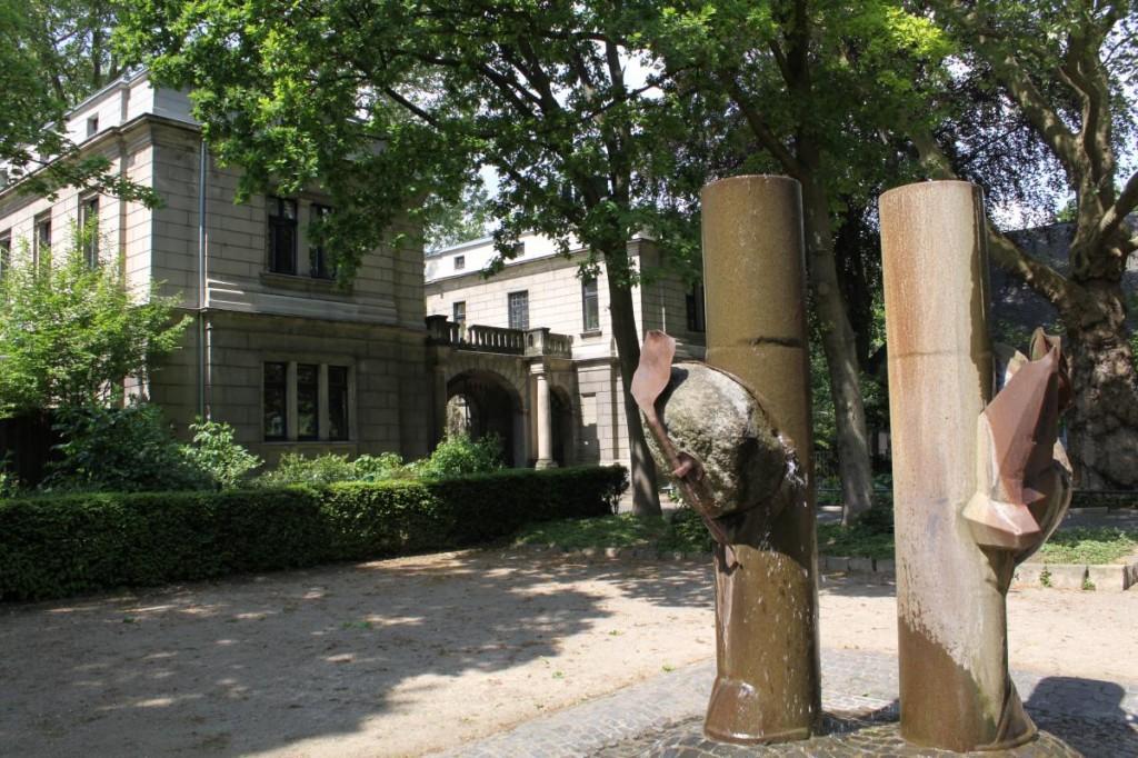 Ernst-Brunnen am Torhaus zum Von-Alten-Garten