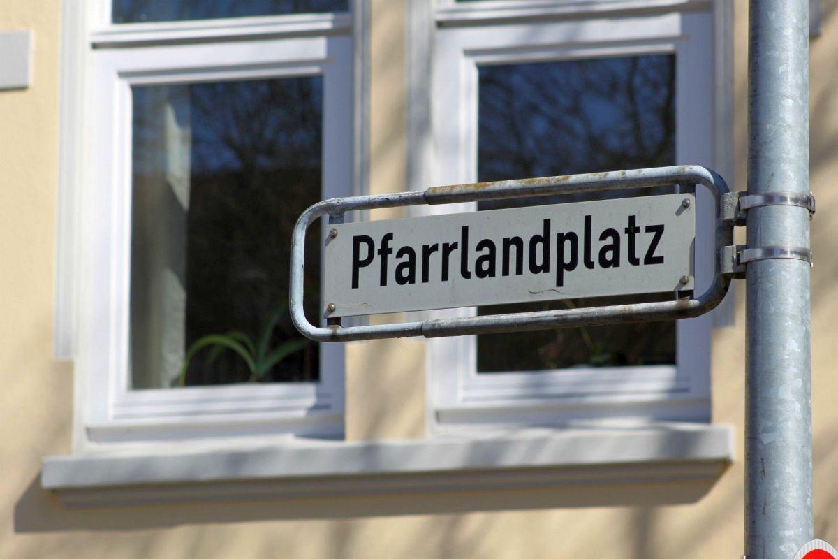 Pfarrlandplatz