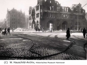Zerstörtes Rathaus 1943