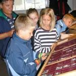Schulklasse beim Besuch des Museums
