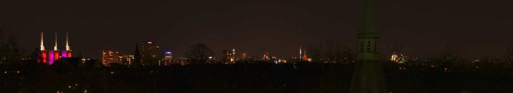 Ausblick vom Wasserhochbehälter auf die Skyline von Hannover bei Nacht