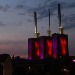 Beleuchtetes Heizkraftwerk
