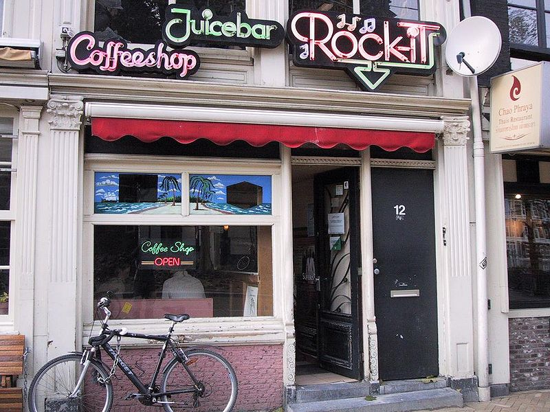 Coffee Shop in Amsterdam (Bild: Lofor - wikipedia.de)
