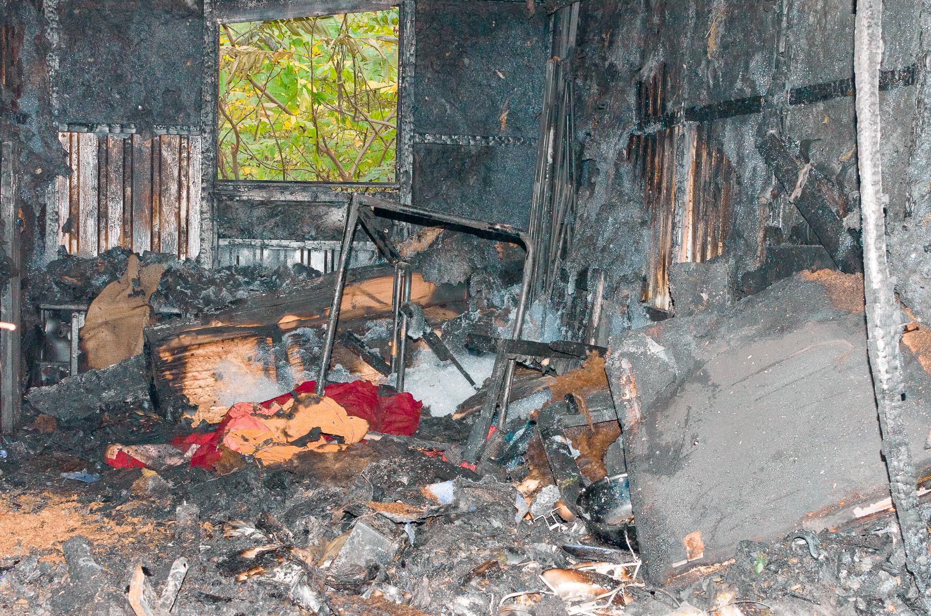 Ausgebrannter Bauwagen (Bild: F. Ronschke)