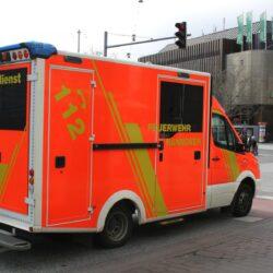 Schwerer Verkehrsunfall auf Westschnellweg, Pkw stürzt von Böschung