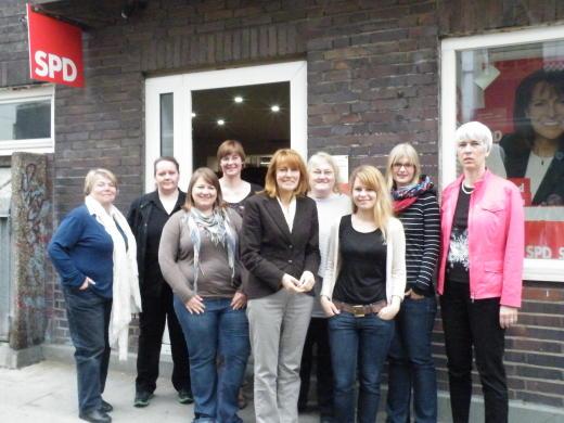 Die ASF bei ihrer Sitzung im Mai 2013 mit Edelgard Bulmahn (MdB) und Dr. Thela Wernstedt (MdL)
