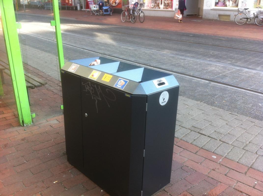 Dreiteiliger Abfallbehälter