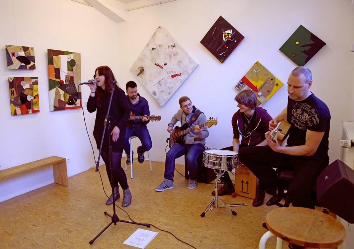 Laura Voce und Band