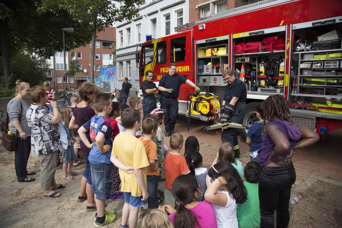 Die Feuerwehr zu Besuch auf dem Franzplatz