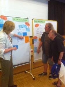 Moderatorin Birgit Böhm mit Bezirksbürgermeister Grube und Egon Kuhn