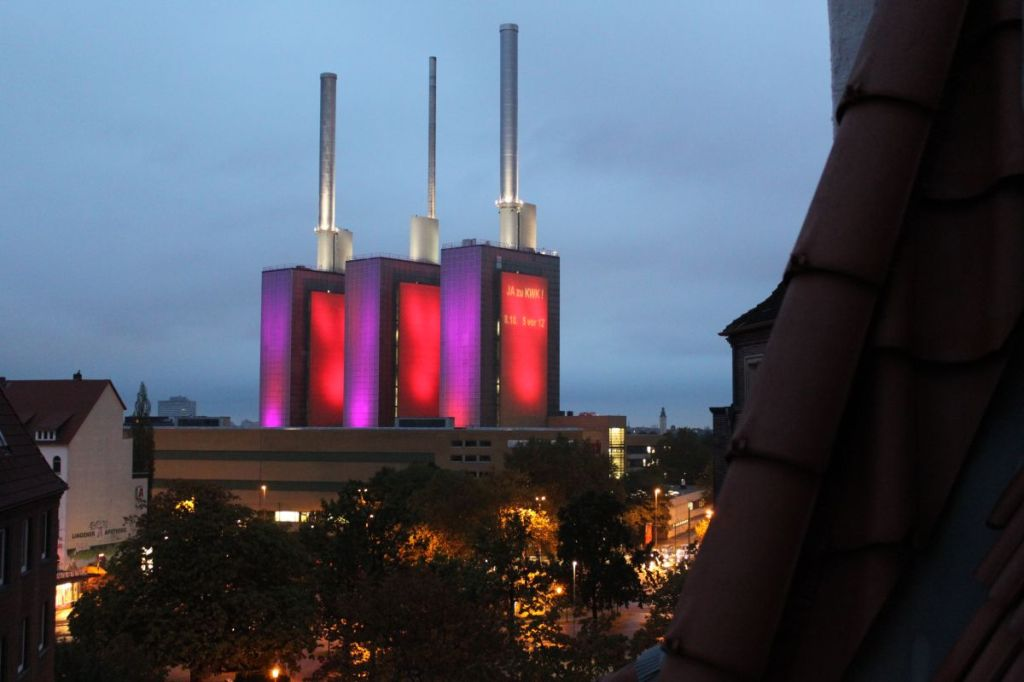 Beleuchtetes Heizkraftwerk Linden
