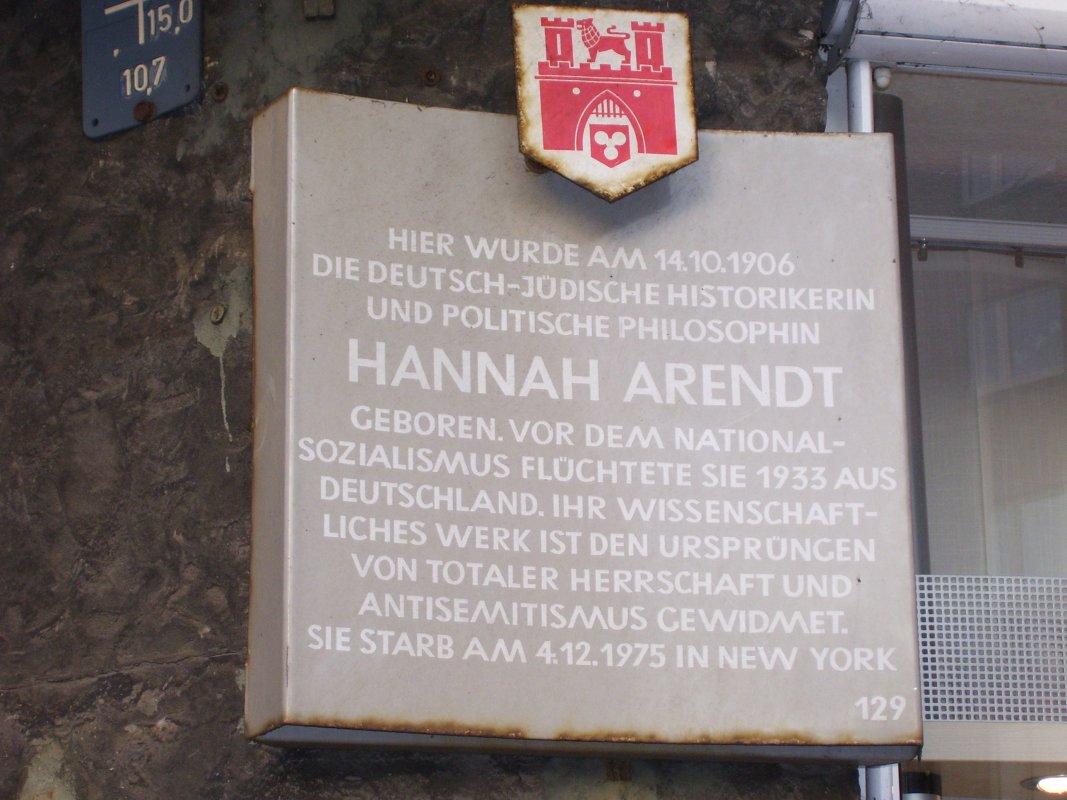 Stadttatel am Geburtshaus von Hannah Arendt