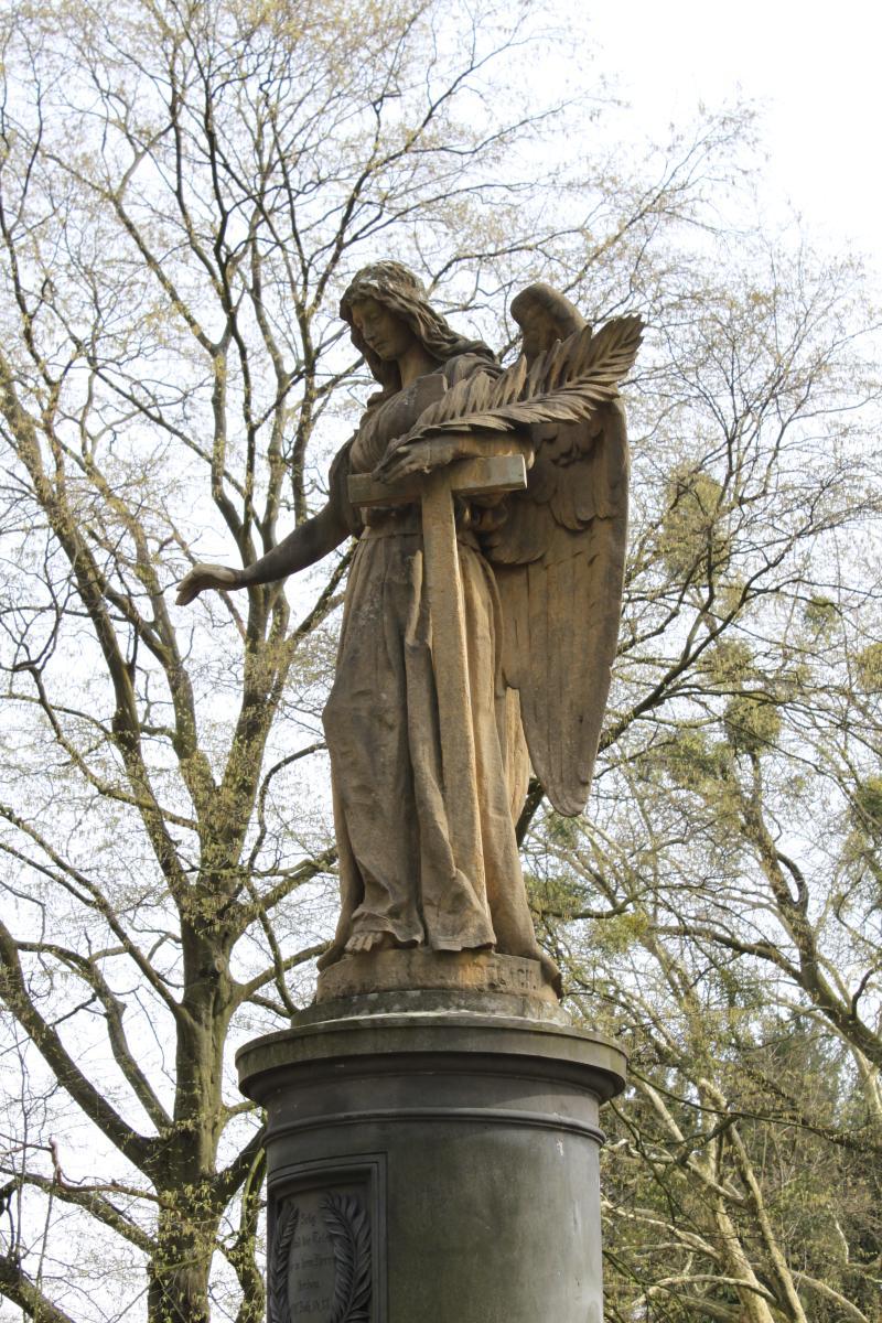 Engelsbrunnen auf dem Lindener Bergfriedhof