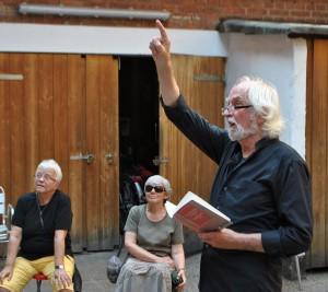 Günter Müller liest (Foto: Manfred Wassmann)