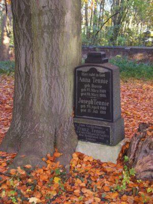 Grabstein auf dem Bergfriedhof, dem bekanntesten der Friedhöfe in Linden-Limmer
