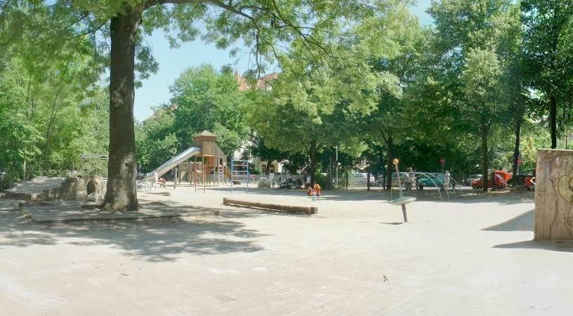 Spielplatz Pfarrlandplatz 2005