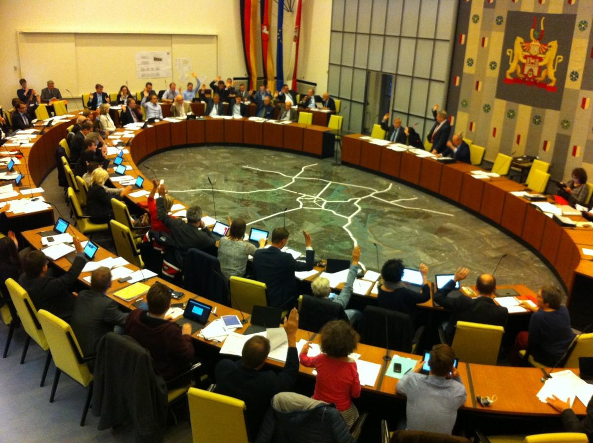 Abstimmung im Ratssaal gegen ein neues Freibad