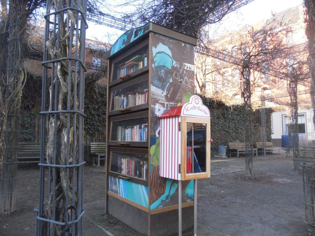 Kinderbücherschrank in Linden-Süd