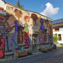 IIK Hauswand mit Grafitti