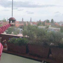 Freier Blick über das benachbarte Hannover - Erika Winger lebt noch heute gern im Ihmezentrum.