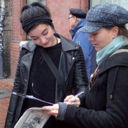 Die DKP sammelte 263 Unterschriften gegen die Schließung des Bargeldschalters