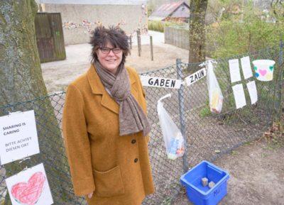 """""""Alle Stadtteilbewohner können den Gabenzaun bestücken"""", sagt Kitaleiterin Ute Stansch."""