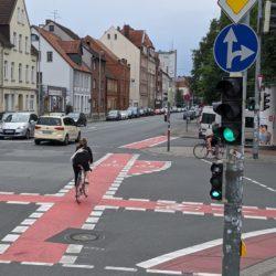 Kreuzung Fössestraße mit neuen Abbiegestreifen für Fahrräder
