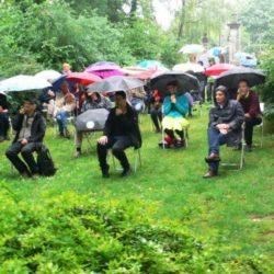 ZWISCHENZWEIEN ZWEI – Ausstellungseröffnung im Regen