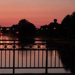 Lichtspiel bei Sonnenuntergang am Ihmeufer
