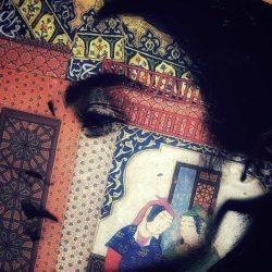 Der Künstler Hadi Sarifi stellt im kargah-Kultur-Kiosk aus.