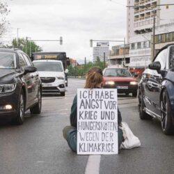 Protestaktion von Rebellion of One in Linden gegen drohenden Klimanotfall