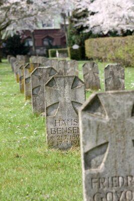 Grabsteine auf dem Fössefeldfriedhof