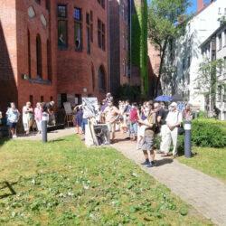 Besonderer Ort – Kunst und Tanz im Innenhof des Lindener Rathauses